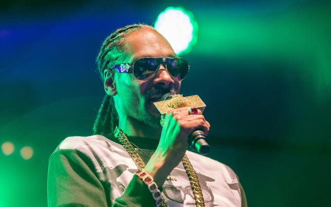 Rapper Snoop Dogg stopped in Italy airport with $422,000 in cash