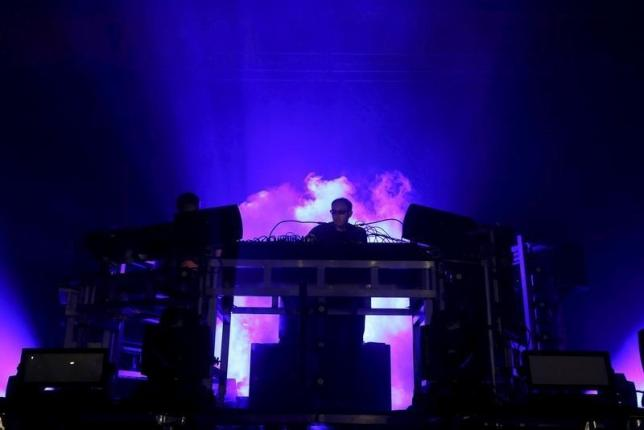 Chemical Brothers go straight to the top of UK album chart