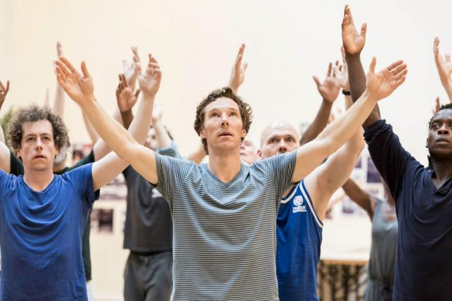 UK reviewer criticized after jumping the gun on Cumberbatch's 'Hamlet'