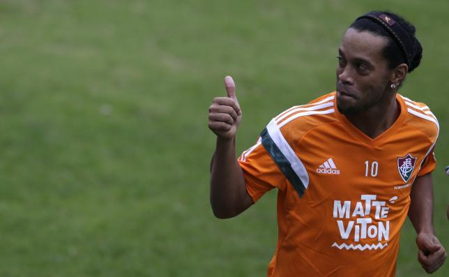 Ronaldinho marks winning return to Brazil
