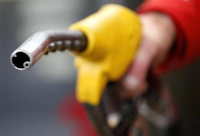 Oil prices slump further as China lets yuan slide