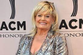 Country singer Lynn Anderson passes away at 67