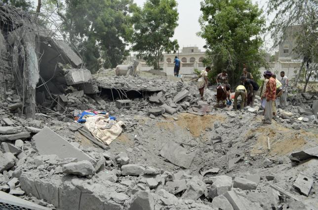 Saudi-led warplanes wreak havoc on Yemen aid port Hodeida