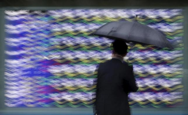 Asia shares mixed, dollar strong after US jobs data boosts case for Fed hike