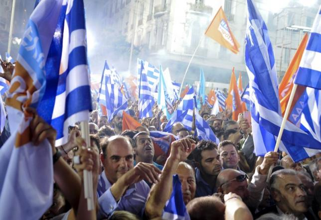 Greek conservatives pull ahead of Syriza leftists: poll