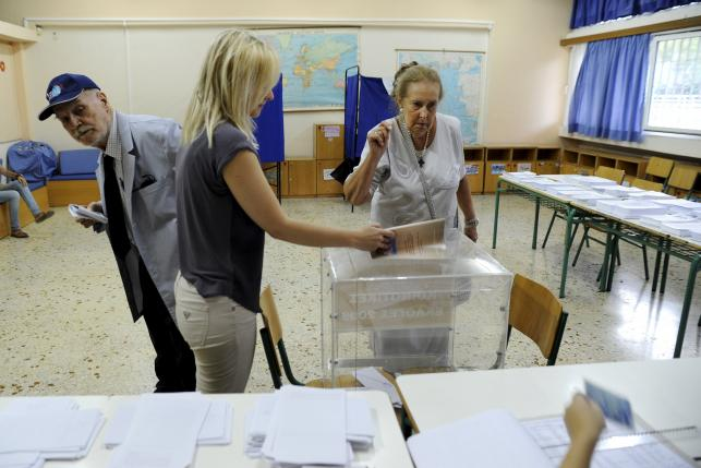 Weary Greek voters trickle to polls in knife-edge election
