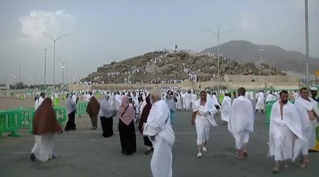 Hajj pilgrims converging at Maidan-e-Arafat to perform Waqoof-e-Arafat