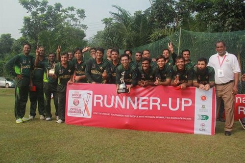 DHAKA: Green Shirts with the runner-up trophy.