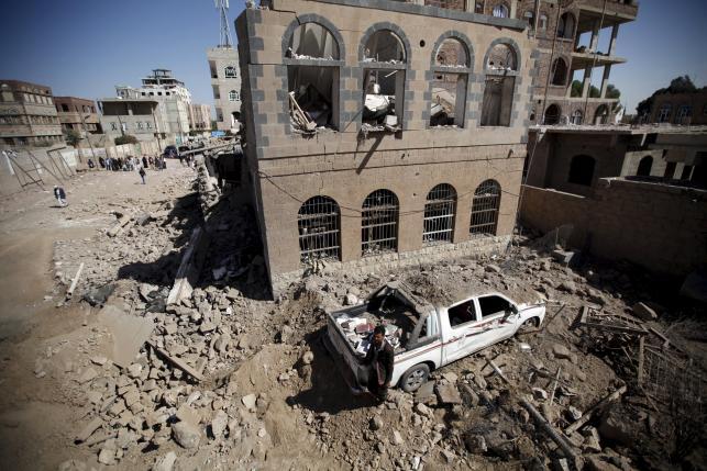 Yemen fighting kills more than 50