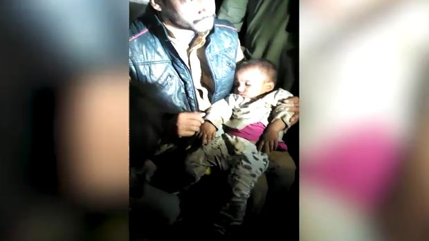 Cruel Parents left kids on road after their fight in Lahore