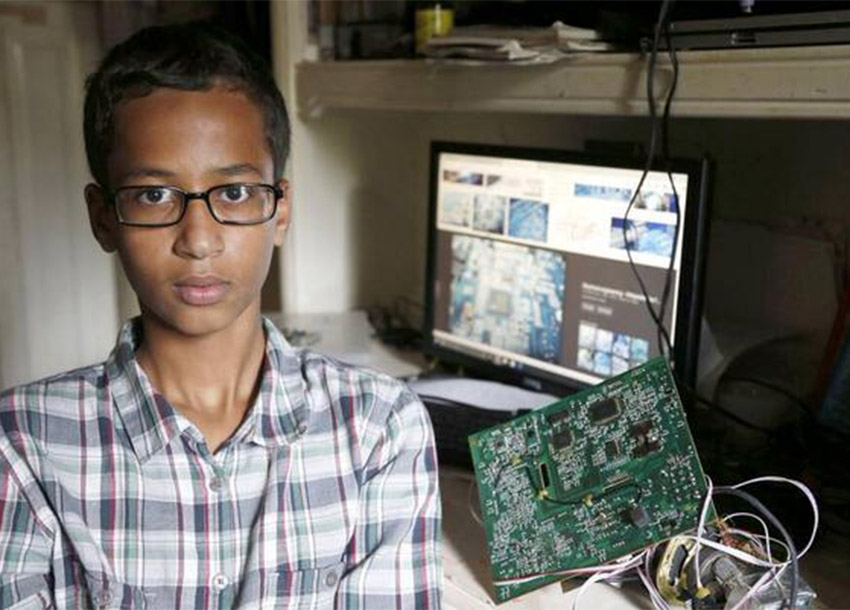 US 'Clock boy' Ahmed Mohamed seeks $15m from city and school