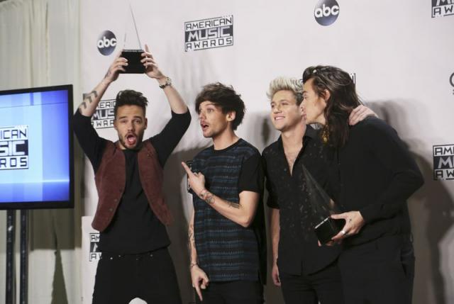 One Direction wins big at American Music Awards, Paris takes spotlight