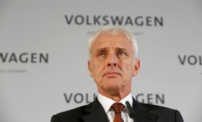 VW cuts 2016 capital spending plan as cheating scandal widens