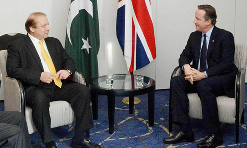 PM Nawaz Sharif meets with David Cameron on sidelines of Commonwealth summit