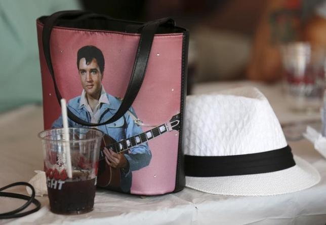 Elvis Presley tops UK album chart again, 40 years on