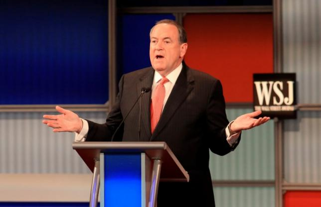 Huckabee sued for playing 'Eye of the Tiger' at Kim Davis rally