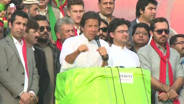 Thieves have joined hands against the PTI, says Imran Khan