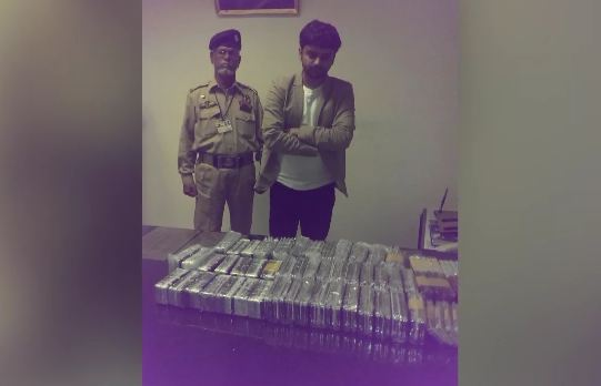 Customs police recover 385 mobile phones from a passenger in Karachi