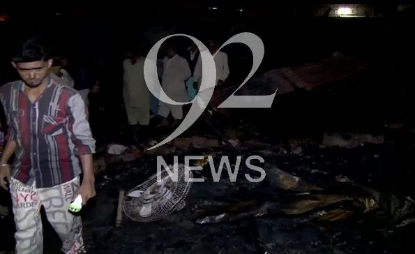 Fire breaks out in shanties in Karachi