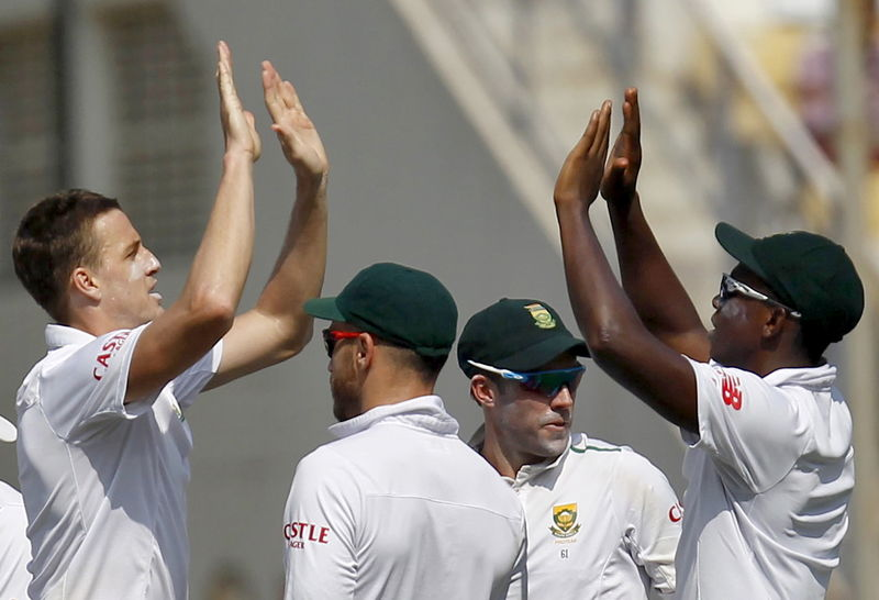 Morkel strikes to peg back India in third test