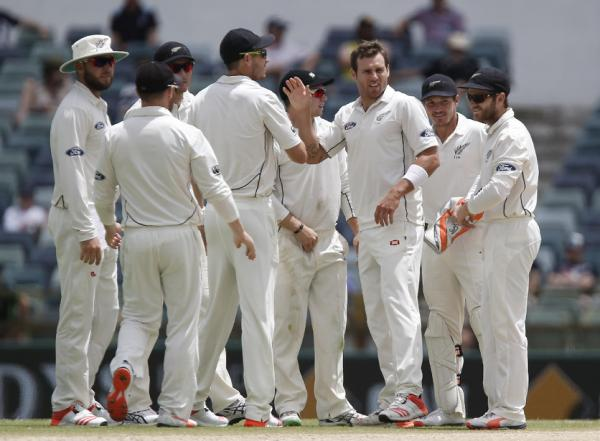 New Zealand 28-0 at tea, chasing 321 in Perth
