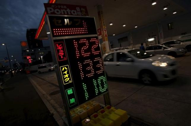 Oil edges up after Paris attacks, French air strikes in Syria
