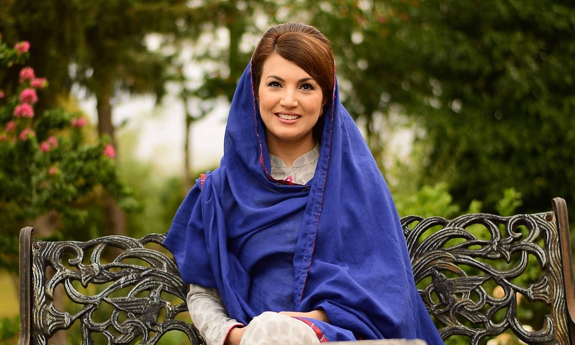 Reham leaves exhibition in London amid harsh questions