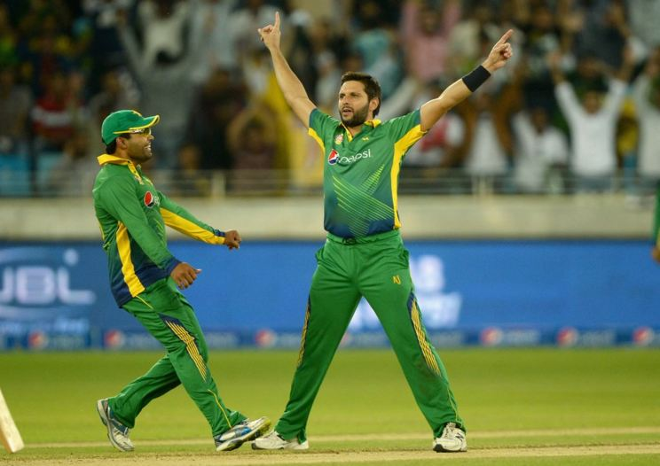 England set 155-run target against Pakistan in 3rd T20 match in Sharjah