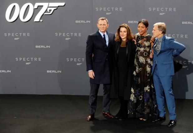 'Spectre' tops 'The Peanuts Movie' with $73 million