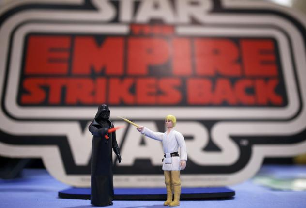 """With """"Star Wars"""" movie due to land, old toys go galactic"""