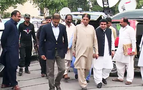 PML-N leaders Chaudhry Sher Ali, Abid Sher Ali apologize to ECP