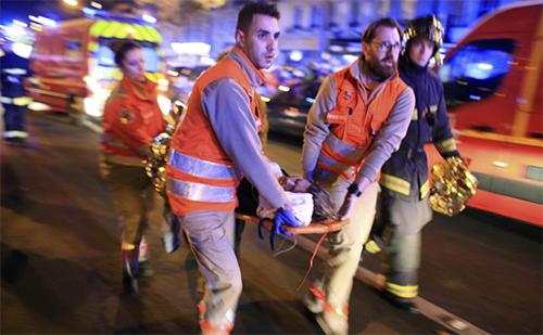 Paris attacks kill 127, Islamic State threatens France