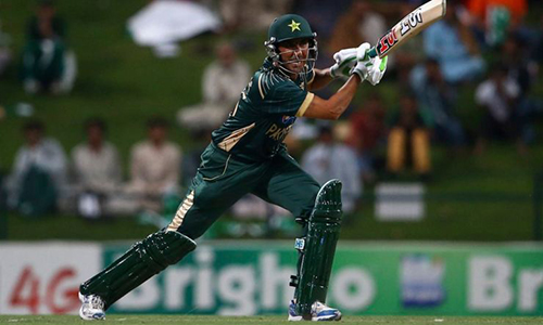 Hafeez leads Pakistan to easy win over England