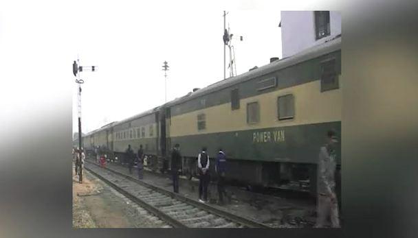 Shalimar Express derails in Toba Tek Singh