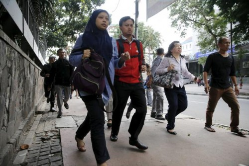 Indonesian workers run as they are evacuated from their office at Thamrin business district in Jakarta January 14, 2016. REUTERS/Beawiharta