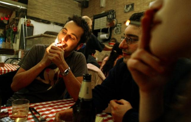 Italy cracks down on smokers as tough law takes effect