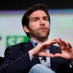 LinkedIn CEO passes 2016 stock package to employees