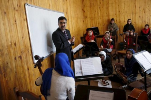 Ahmad Naser Sarmast, head of Afghanistan's National Institute of Music, speaks to members of the Zohra orchestra, an ensemble of 35 women, in Kabul, Afghanistan April 4, 2016.  REUTERS/Ahmad Masood