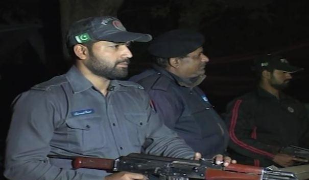 Police Inspector tortures cops, journalists in Gujranwala