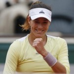 Aggressive Muguruza downs Kuznetsova to reach Paris last eight