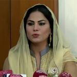 Actress Veena Malik, her husband visit Jamia Banoria
