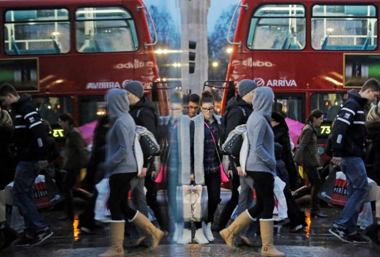 Number of Britons visiting high street shops edges up in July