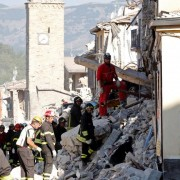 Firefighters and rescuers work following an earthquake in Amatrice, central Italy August 27, 2016. REUTERS/Ciro De Luca