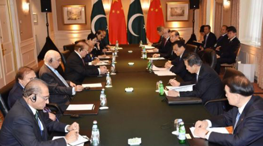 PM Nawaz Sharif informs Chinese counterpart of Indian atrocities in IOK