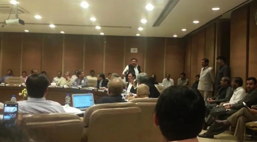 PAC meeting: Sh Rashid, Mian Abdul Manan exchange hot words over Panama Leaks issue