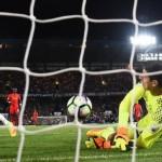 Stunning Henderson strike helps Liverpool beat Chelsea