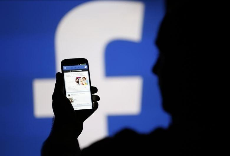 Facebook in talks with banks to expand customer service