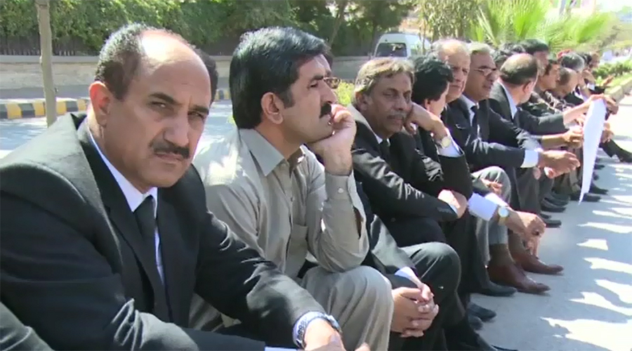 Lawyers observe strike against Quetta tragedy