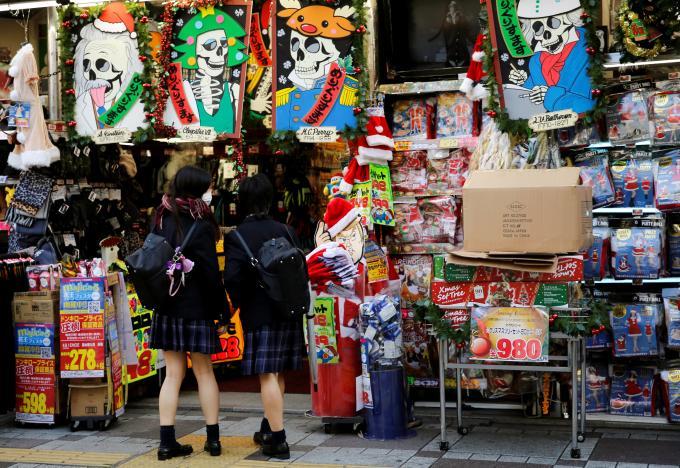 Japan consumer prices slump in November, look for 2017 rebound