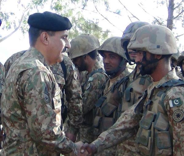 Corps Commander Rawalpindi Lt Gen Nadeem Raza visits LoC in Bhimber Sector